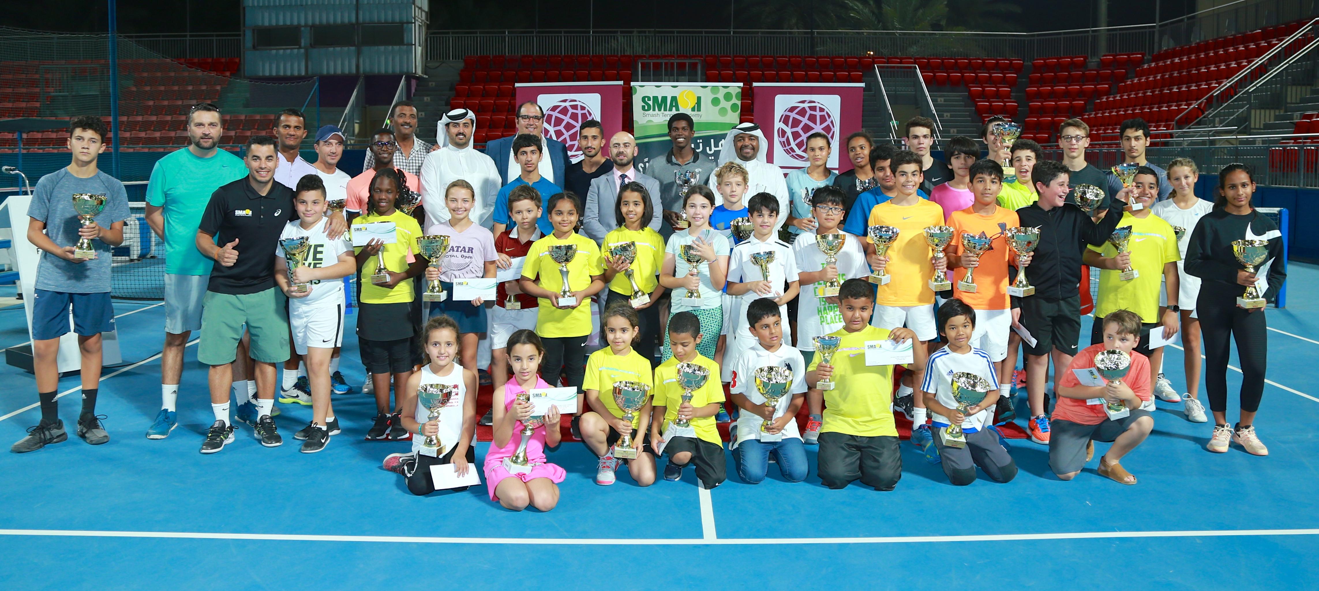 تتويج الفائزين في ختام بطولة أكاديميةسماش المفتوحةللتنس