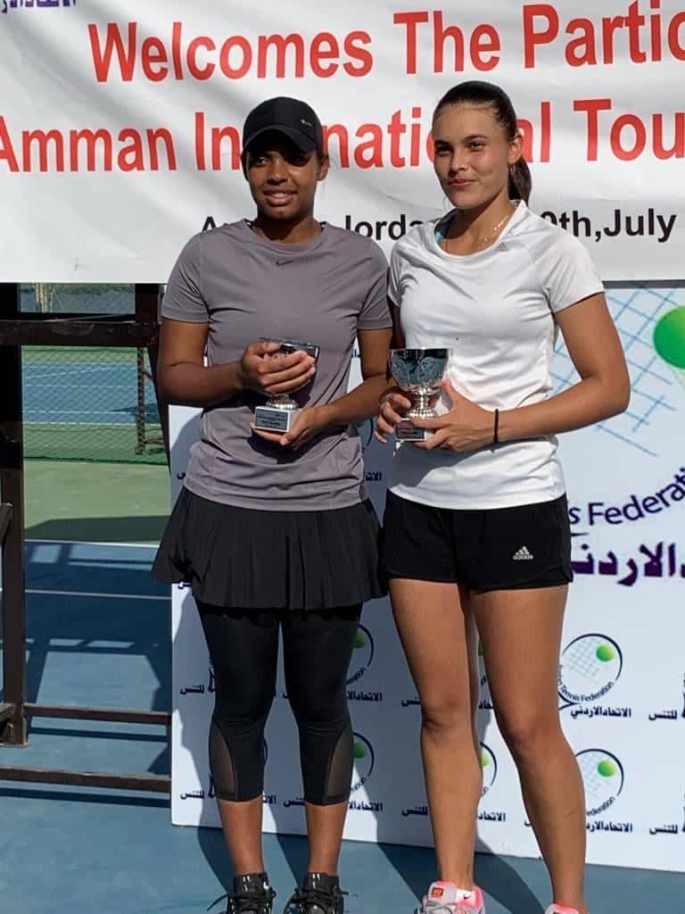 لاعبة التنس الواعدة مباركة النعيمي تتوج بلقب زوجي بطولة عمان الدولية للناشئين