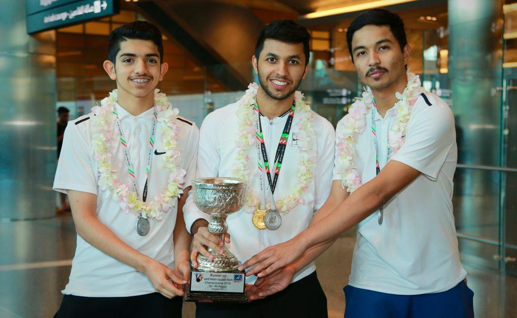 عنابي الاسكواش للرجال يحصد ثلاث ميداليات ملونة في بطولة غرب آسيا